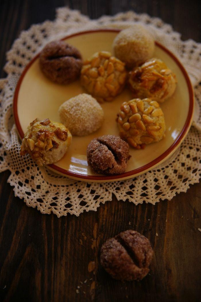 En Menorca también hacemos panallets son típicos en todo el Mediterráneo  son delicados buenos y se hacen en cada familia con un cariño...