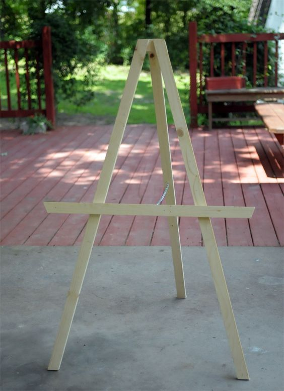 Instructions for how to build a DIY Kids' Art Easel - by Kaelah Bee