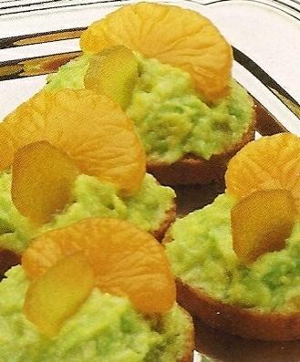 Bij #Koningsdag horen natuurlijk 'oranje snacks'. Zoals bijvoorbeeld deze avocado hapjes met mandarijn!