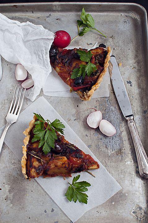 Tarta vegana cu cartofi, rosii si rozmarin/ All vegan potato pie