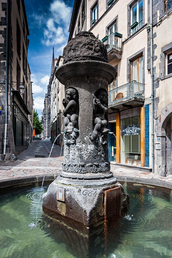 Fontaine de la Place du Terrail, Clermont Ferrand, Puy de Dôme - Auvergne