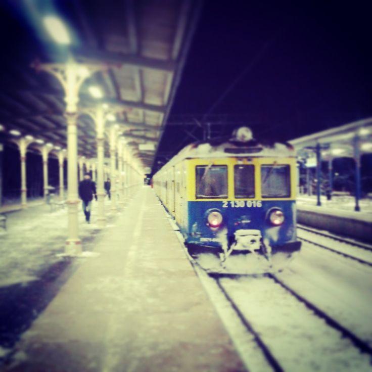 I'd like a ticket to Trójmiasto. One way! / Poproszę bilet do Trójmiasta. W jedną stronę!