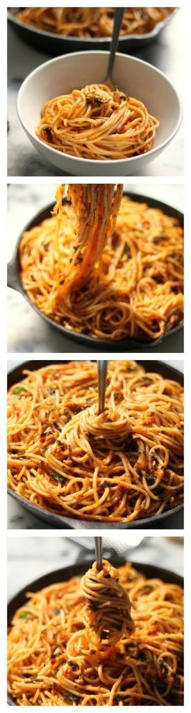 Simple Spaghetti Fra Diavolo - This recipe is a weeknight dreeeeeam! Comes together so quickly, and left overs are equally delicious the next day!
