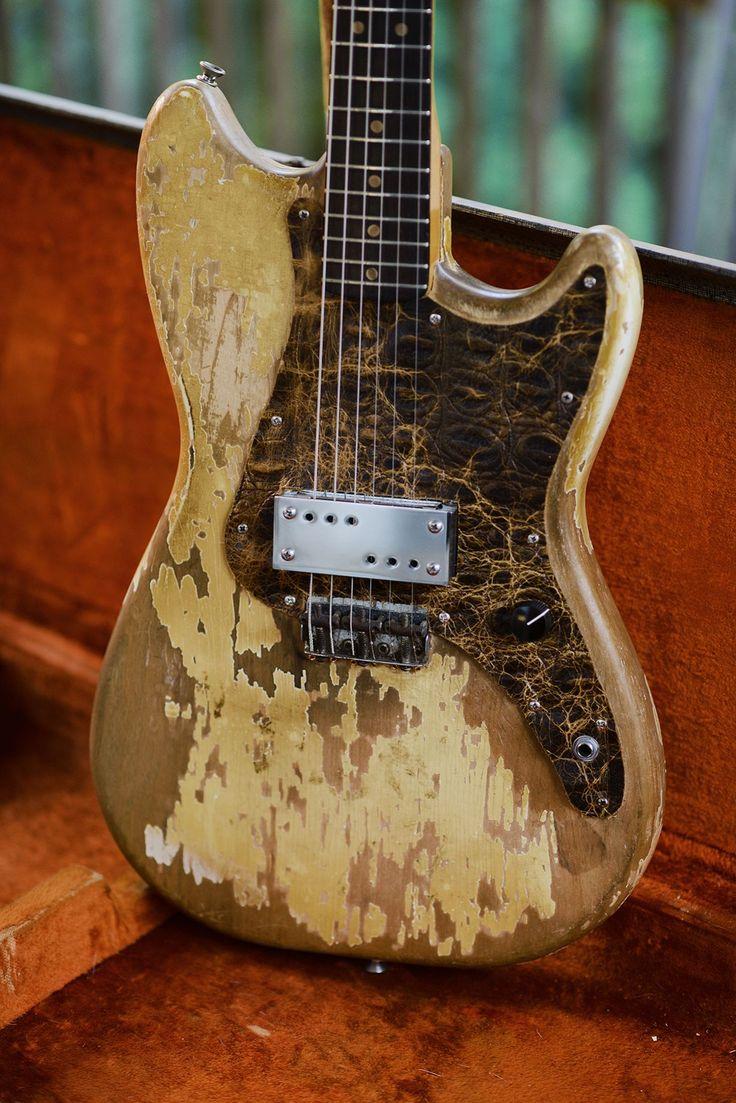 Затертые старые гитары фото