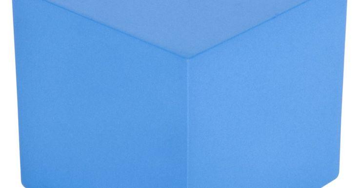 Cómo hacer un cubo con cartulina. Los cubos hechos de cartulina pueden ser muy divertidos de hacer, y proporcionan decoraciones interesantes o contenedores de colores para pequeños regalos. Los cubos pueden ser colgados en cadenas desde el techo para hacer móviles decorativos alegres y simples, o con la parte de arriba abiertas, pueden ser llenados con nueces y puestos sobre la ...