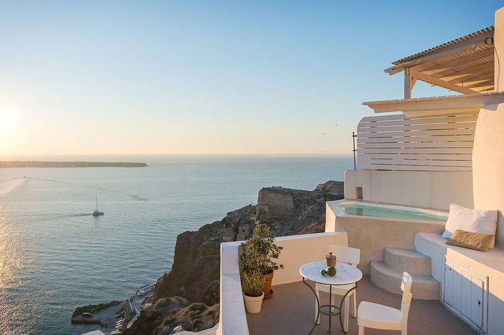 THE FISHERMANS' CAVE HOUSE - Bed & Breakfasts for Rent in Oia, South Aegean, Greece