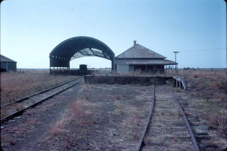 https://flic.kr/p/deYJ5Y | dl100_167 | Normanton station, Queensland, early 1970's  David Lidster photo