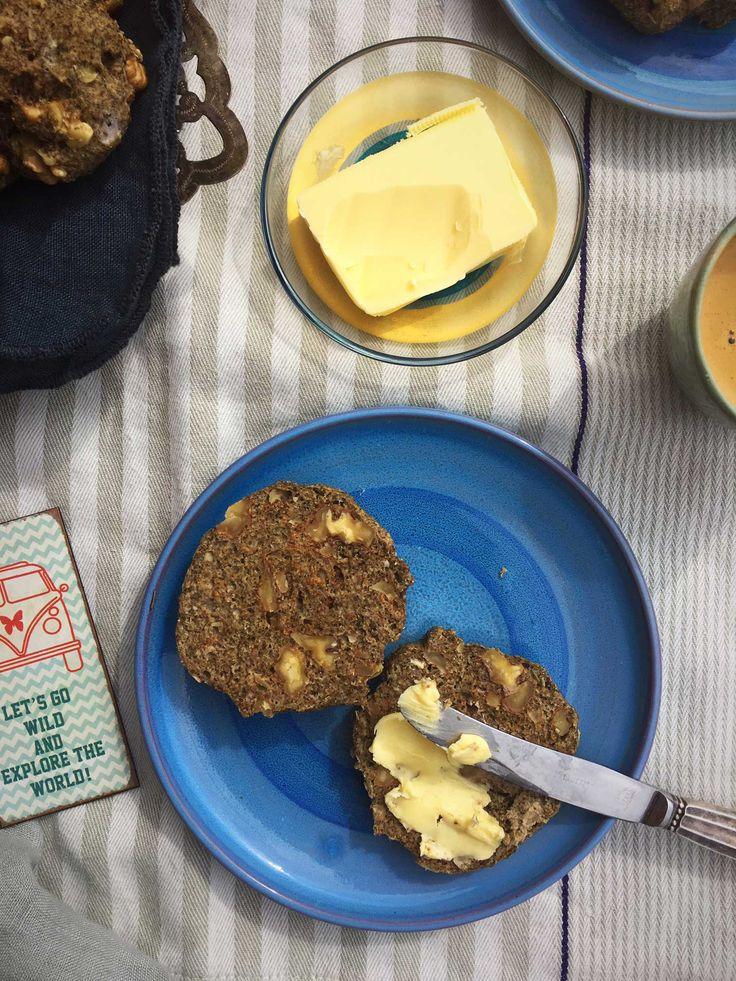 Fiberrige valnøddeboller -lækre, faste og velsmagende boller uden gluten og uden mel i traditionel forstand. Opskrift her: Madbanditten.dk