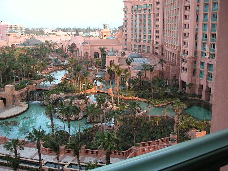 亞特蘭蒂斯度假中心 View of Aquarium and Pools from Royal Tower Rooms Atlantis ◆巴哈马 - 维基百科 https://zh.wikipedia.org/wiki/%E5%B7%B4%E5%93%88%E9%A9%AC #Bahamas