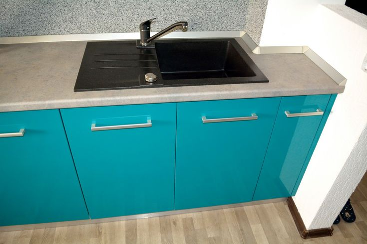 Mobilier Bucatarie MDF vopsit Turquoise lucios RAL 5021 si Bej Mat RAL 1013 chiuveta din compozit Alveus