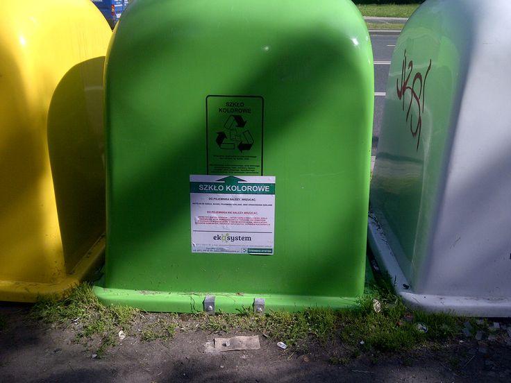 zielony pojemnik na szkło kolorowe http://www.eko-logis.com.pl/jak-segregowac-smieci-odpady/
