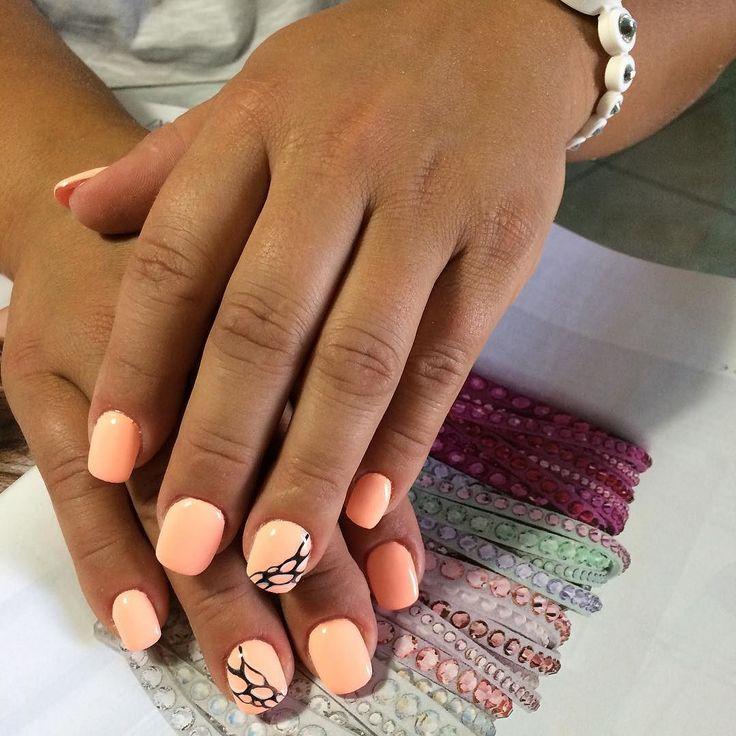 #nail #neon #cnd #corallo #colore #polish #pontecagnano #shine #summer #creative #unghie #unghiesalerno #marinailboutique #micropittura #glam #glamour #design by marinailboutique