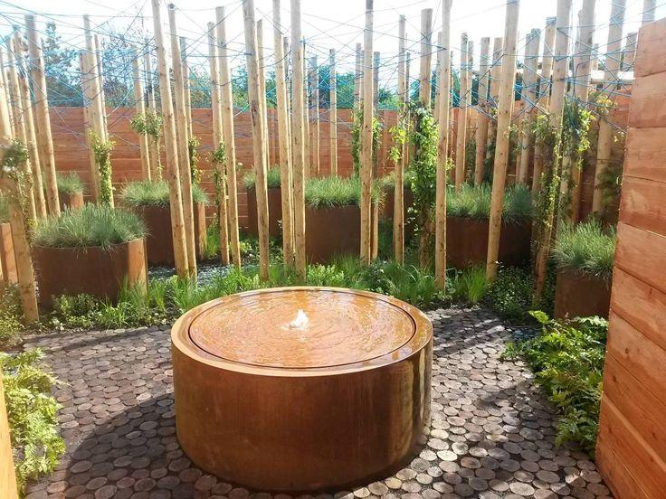 Watertafel Cortenstaal Rond, Met deze prachtige watertafels creëert u eenvoudig een snel een bijzondere sfeer in uw tuin. De watertafels  vergen weinig onderhoud en zijn zeer  kindvriendelijk  omdat er geen diepe waterlaag is.