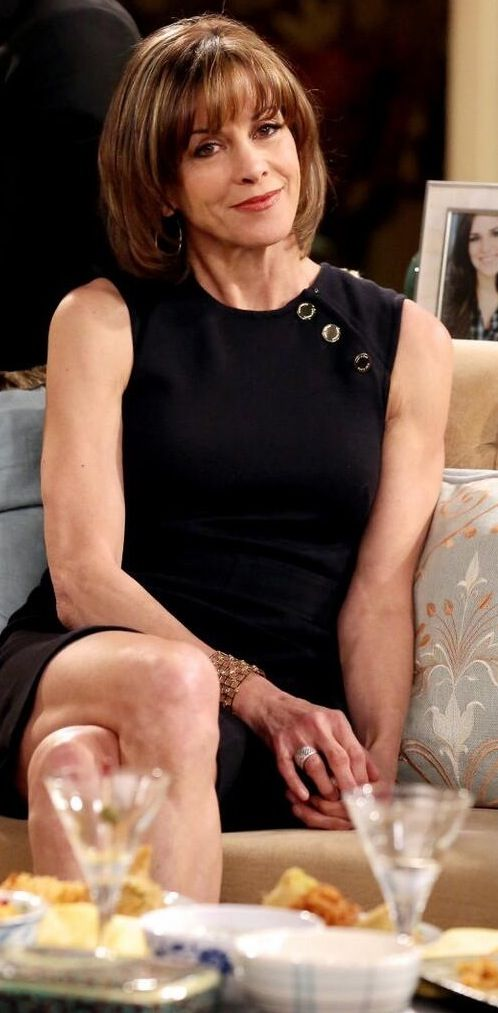 Hot in Cleveland and Just Shoot Me star Wendie Malick with cute hair style
