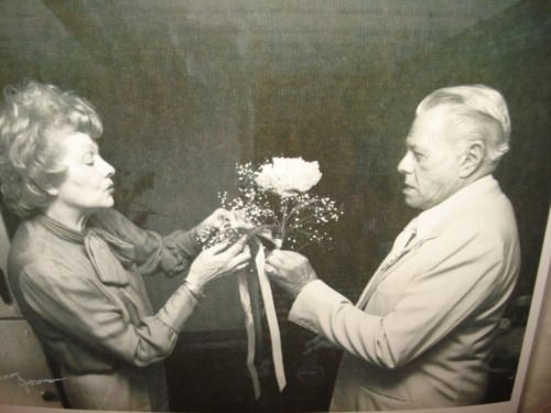 Here's a rare picture of Lucille Ball and Desi Arnaz in their old age. They were still very much in love even after their divorce.