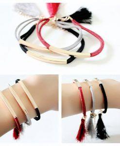 Bracelet suède pompon rouge