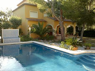 Villa spacieuse et intime avec piscine privée et à 25m de la plage pour 8 pers.