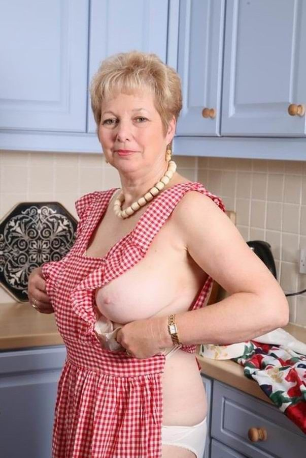 Mature Classic Lady Tits 59