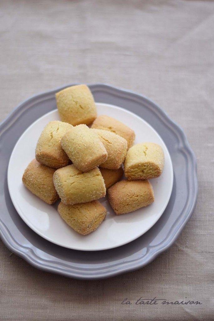 Biscotti dormienti di Monica | La tarte maison3 uova 200 g di zucchero di canna chiaro 500 g di farina tipo 1 1 bustina di ammoniaca per dolci 100 ml di olio extravergine d'oliva al limone* 1 cucchiaio di estratto di vaniglia (o semini di bacca)