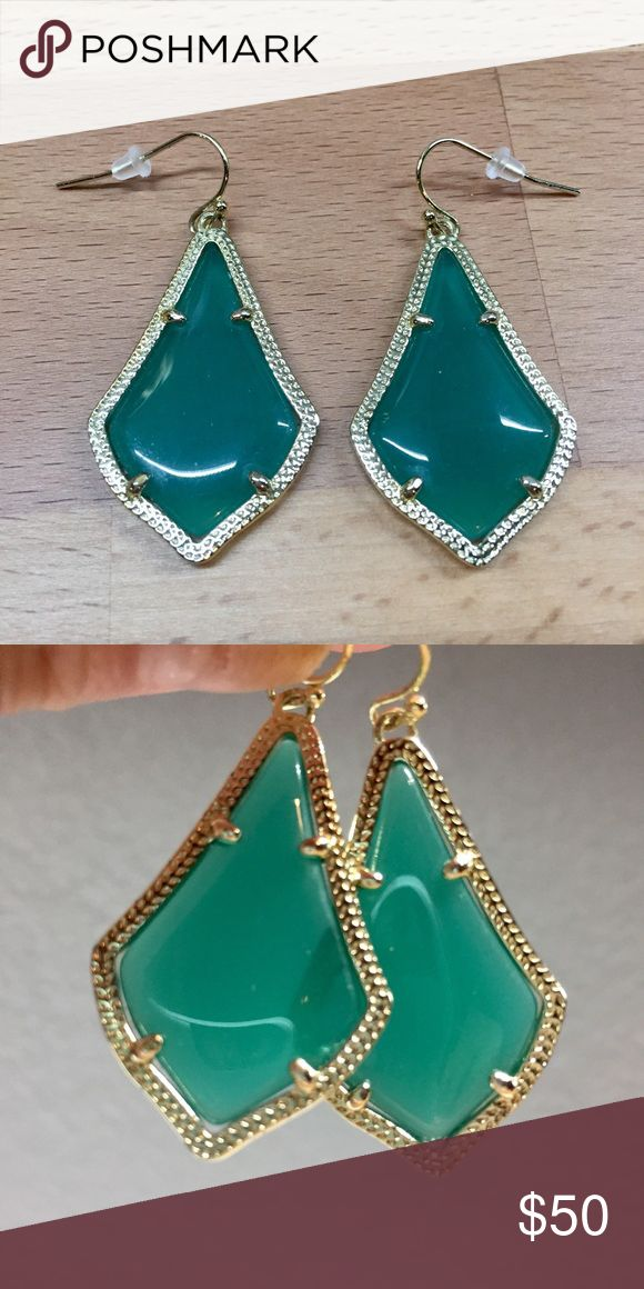 Kendra Scott Alex Green Emerald Kendra Scott Alex earrings in emerald green and gold setting. Smaller version which is sold in stores. Kendra Scott Jewelry Earrings
