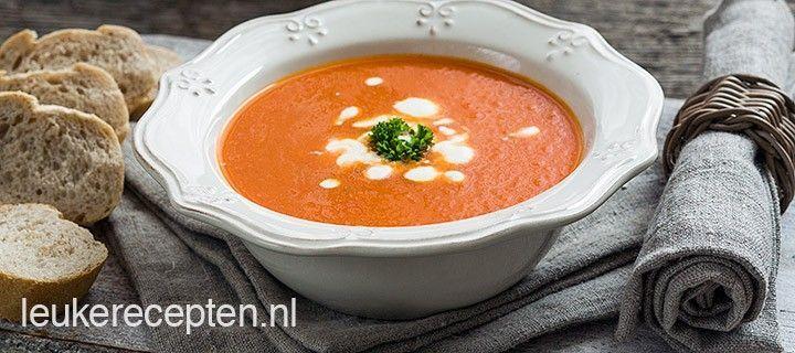 Ervaar de heerlijke smaak van paprika, wortel en tomaat met deze soep