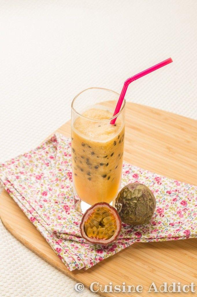 Le daïquiri est un cocktail très frais à base de fruits et de rhum, ici je vous propose la recette du daïquiri aux fruits de la passion.