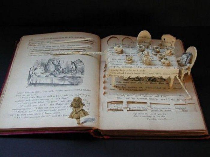 Grappige kunst met oude boeken!