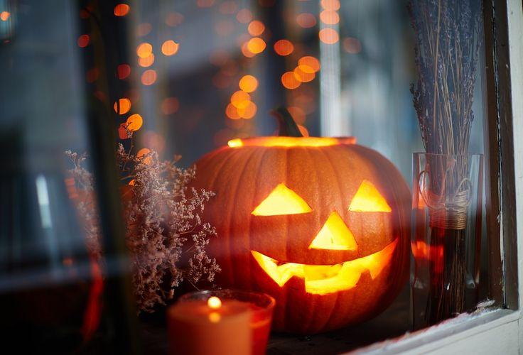 Op maandag 31 oktober moet je een halloween pompoen maken! In dit artikel staan 8 ideeën hoe je een pompen kan veranderen in een horror pompoen!