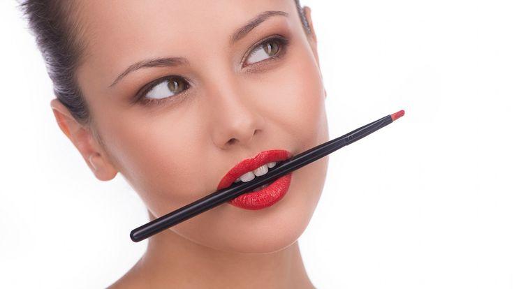 Zapraszam na porady makijażowe Eduardo Ferreira - głównego wizażystę Bobbi Brown Cosmetics. Pierwsza odsłona: Jak dobrać odpowiedni podkład.  #makijaz #bobbibrown #makeup #podklad #dermaestetic