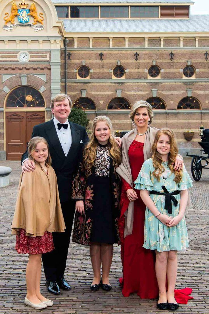 Reyes Guillermo y Máxima de Holanda con sus tres hijas - La fiesta del 50º cumpleaños del rey Guillermo de Holanda