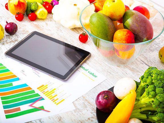 Kalorienbedarf berechnen: Wer abnehmen will, muss seinen Energiebedarf kennen. Sowohl zu viele als auch zu wenige Kalorien beeinflussen den Stoffwechsel negativ