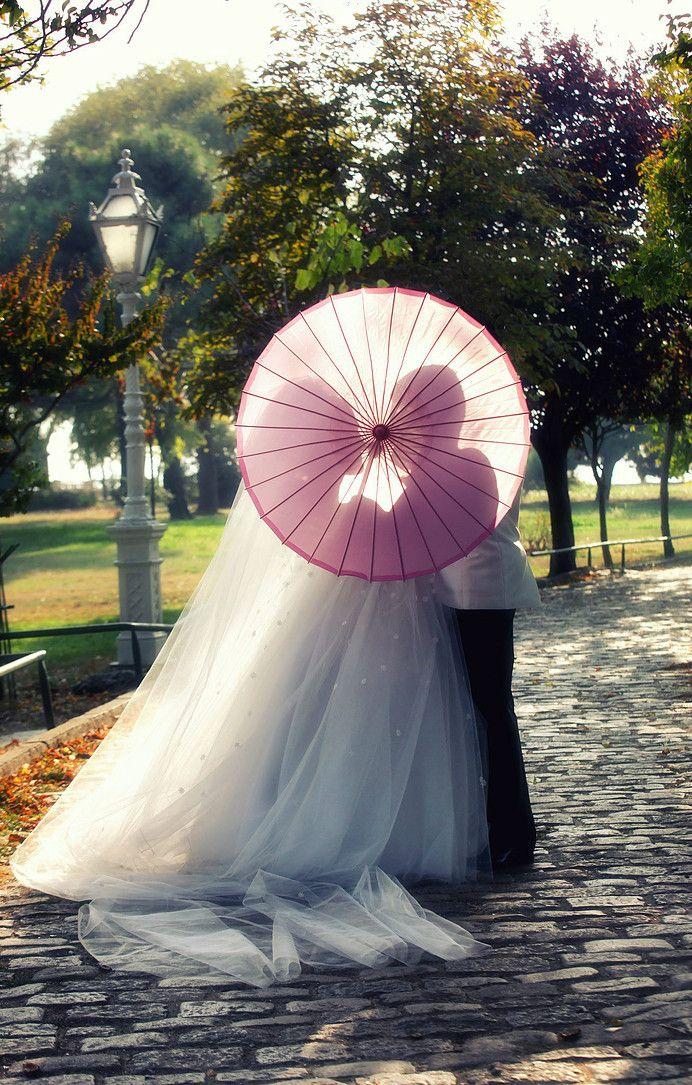 Dugun Fotografi-Bride and groom with umberalla