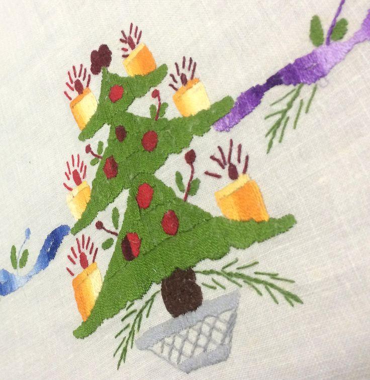 31 best images about manteles de navidad on pinterest 50 - Comprar arboles de navidad decorados ...