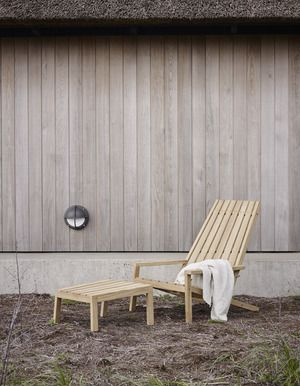 Pot 1550605   between lines deck chair 03
