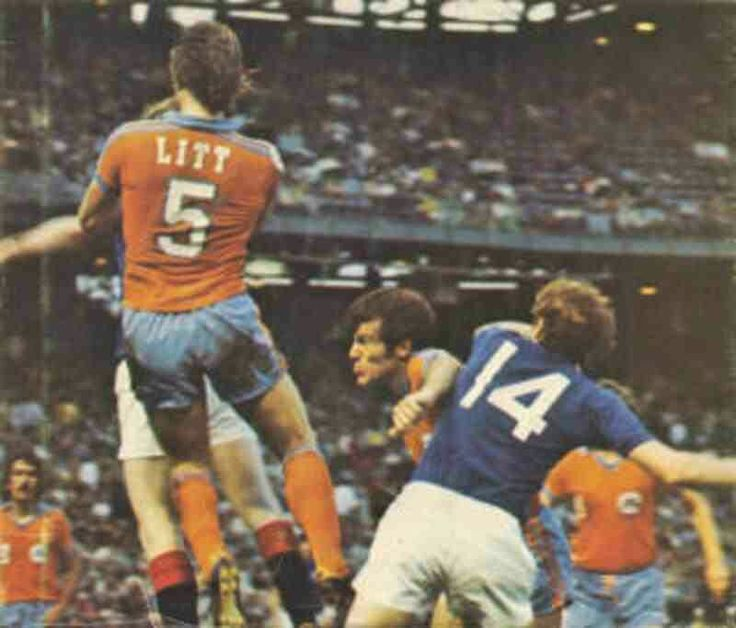 Minnesota Kicks 2 Rangers 2 in May 1976 at Metropolitan Stadium. Action from the tour game.