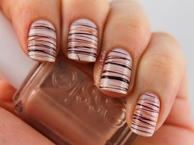 I love the colors chosen for this spun sugar nail art! It looks like fine copper wire, or chocolate and caramel drizzles. :)
