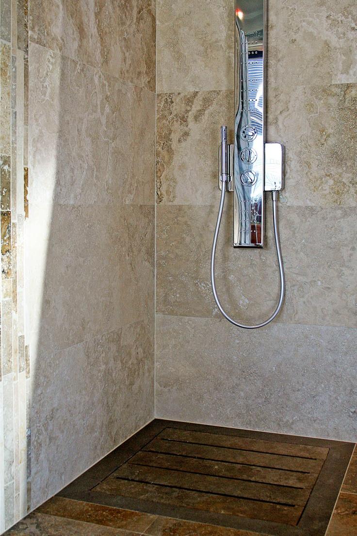 """Piatto doccia """"Doghe"""" realizzato in travertino noce (Becagli scuro)    http://www.pietredirapolano.com/doghe-va203-piatto-doccia-in-travertino/#    #piattodoccia #showertray #bathroom"""