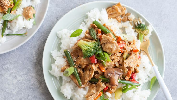This basic recipe for a teriyaki stir-fry is totally customizable—use chicken, beef or even tofu—and it's made super easy thanks to pre-cut, frozen stir-fry veggies from Cascadian Farms™.