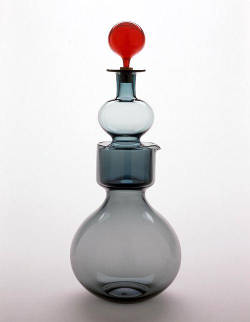 Kaj Franck (1911–1989) Kremlin Bells decanter, model nr.1500. Manufactured by Nuutajärvi-Notsjö, Finland. Designed c. 1957, made 1962. / Th...