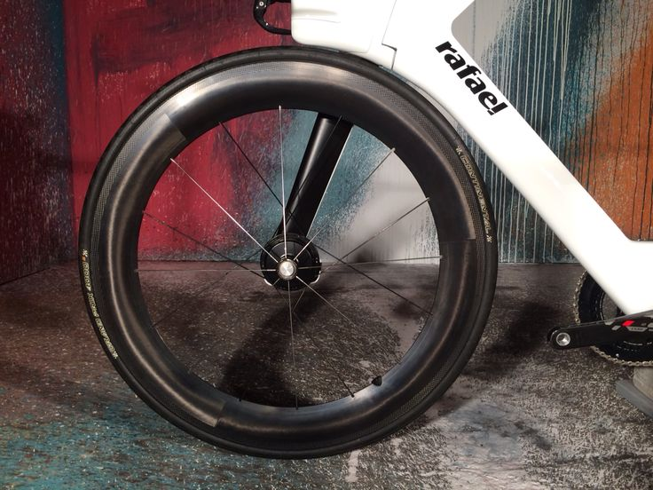 Free your wheel.  The rafael triathlon Ueberbike.  #freeyourwheel