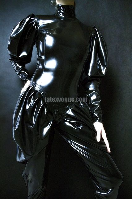 latex catsuit with extra loose sleeves 😉 more at: www.latexvogue.com #latex #latexcatsuit #latexdesigner #latexshop #blacklatex #looselatex