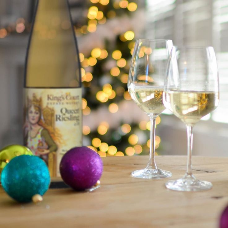 Do you wait until the last minute to get #Christmas presents? Or do you need something to help your Christmas #shopping?   With 5 Days to Christmas we have all of our #wines are available on our website & will ship to your door in 2 to 3 days. Order before Wednesday at 5 pm to have your wine under the #tree   Link in the Bio!  HINT: If you order 12 bottles or more of #Mixed-&-Matched wine the #presents will be sent to your door for no charge!  Happy holidays!