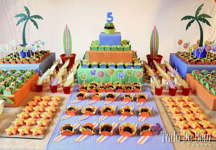 Festa de Menino - Decoração Surf verde, azul e laranja. Veja mais no site www.tudodebem.com.br