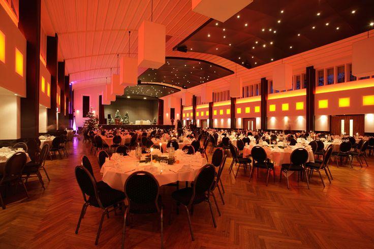 Weihnachtsfeier Großer Saal des Wienecke XI. Hotel Hannover   Hildesheimer Straße 380   30519 Hannover   Tel.: 0511 / 12 611 0   Fax: 0511 / 12 611 511   E-Mail: reservierung@wienecke.de   www.wienecke.de