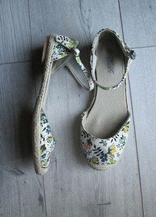 Kup mój przedmiot na #vintedpl http://www.vinted.pl/damskie-obuwie/sandaly/18314869-buty-espadryle-na-pasek-buty-wzor-kwiaty