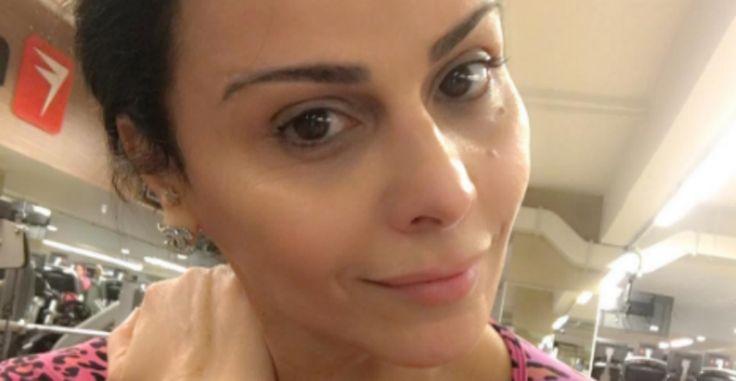 Viviane Araújo exibe barriga sequinha em foto
