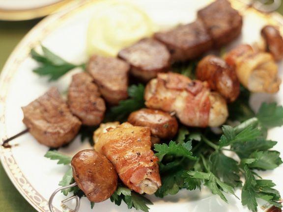 Gegrillte Austern- und Rinderfiletspieße ist ein Rezept mit frischen Zutaten aus der Kategorie Muscheln. Probieren Sie dieses und weitere Rezepte von EAT SMARTER!