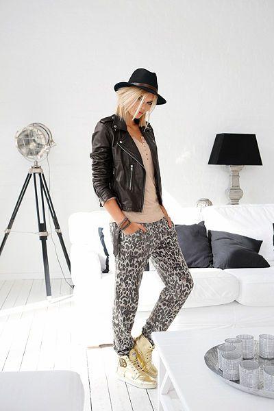 Bavlněné kalhoty, Laura Scott