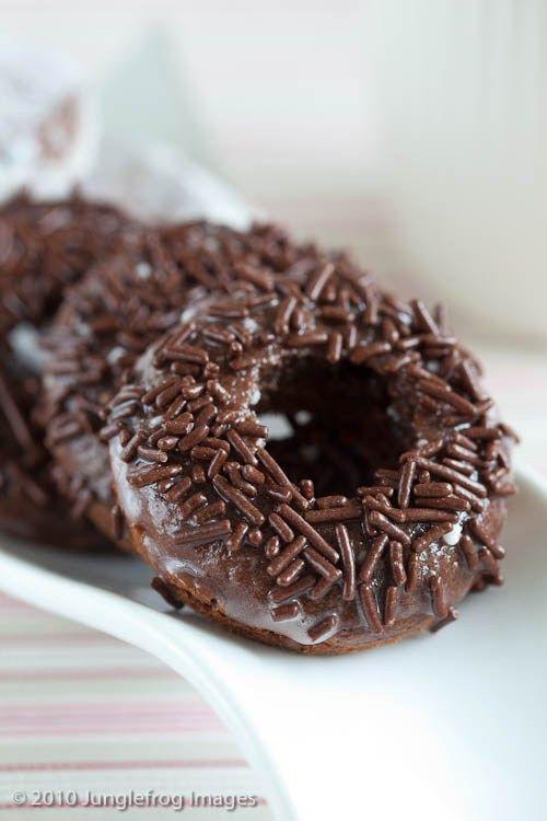 Gebakken chocolade donuts | simoneskitchen.nl