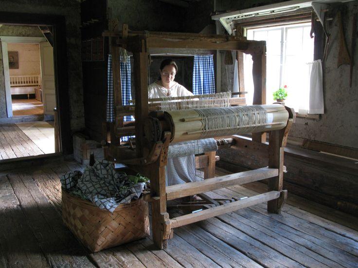 Vävning i huvudbyggnaden - Kudonta päärakennuksessa - Weaving in the mainbuilding. #Forngården #EKTAMuseumcenter #vävning #Museum